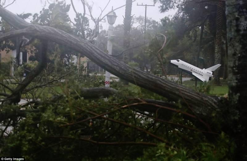 Thousands evacuated as cyclone Vardah barrels towards India