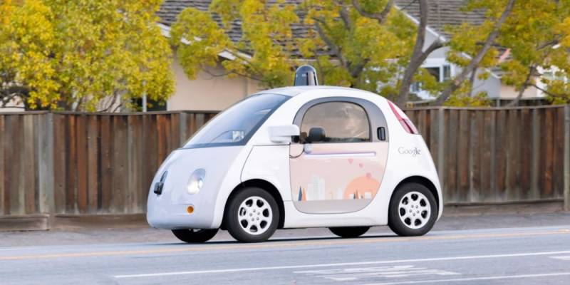 Google stops developing its own self-driving car