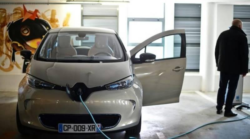 EU enlists low CO2 emitters, fines Ferrari