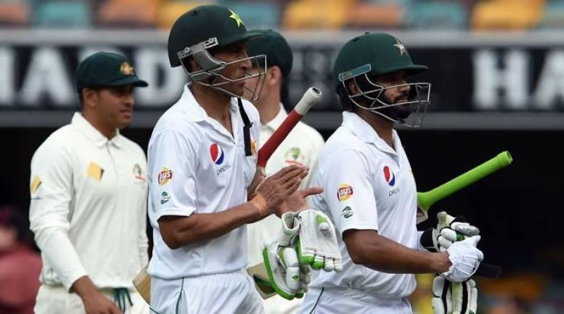 Day-night Test day 4: rain threatens play as Pakistan resist Australia