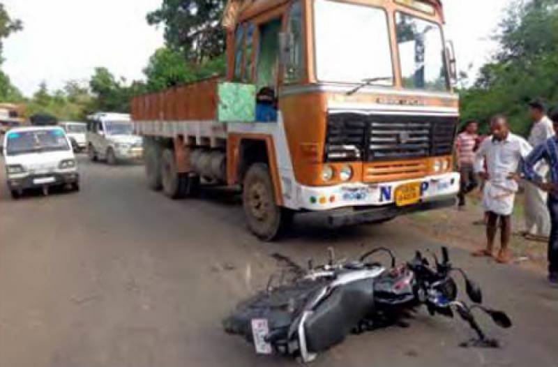 2 students killed in Lahore as speedy truck runs over