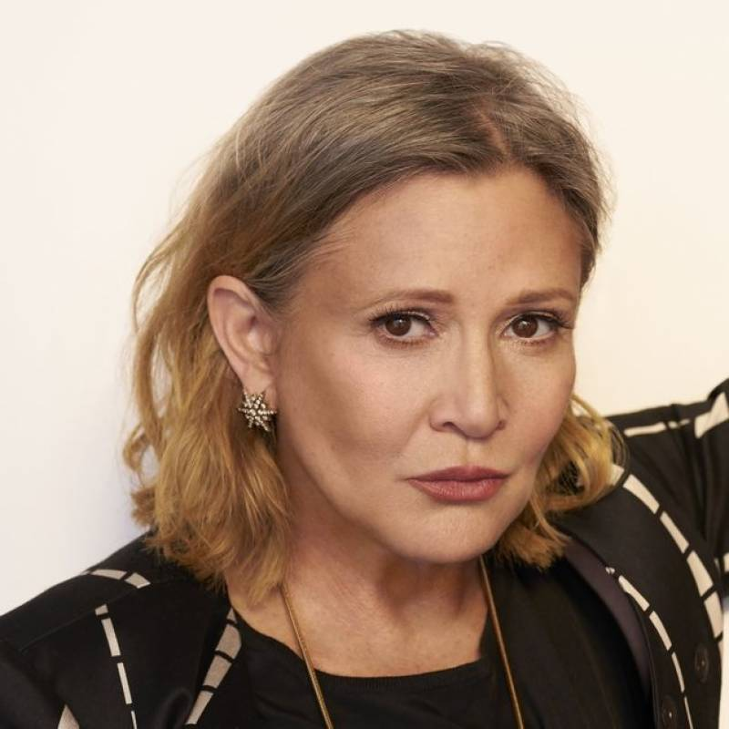 Actress Carrie Fisher suffers 'cardiac episode' on flight