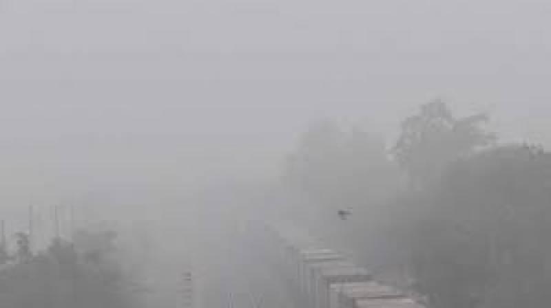 Dense fog prompts motorway closure and flights delay in Punjab