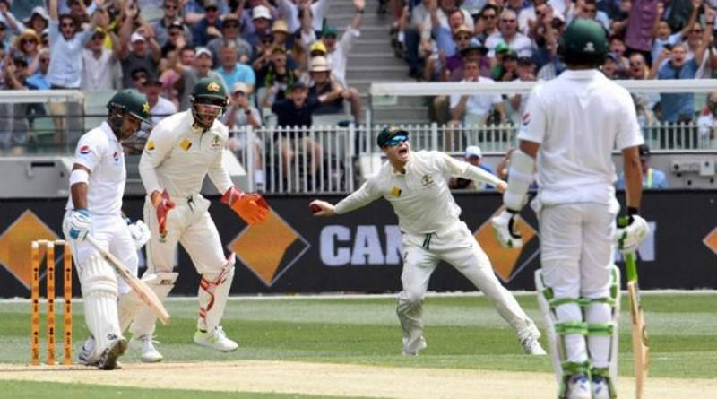 MCG: Rain forces early tea with Pakistan at 142-4
