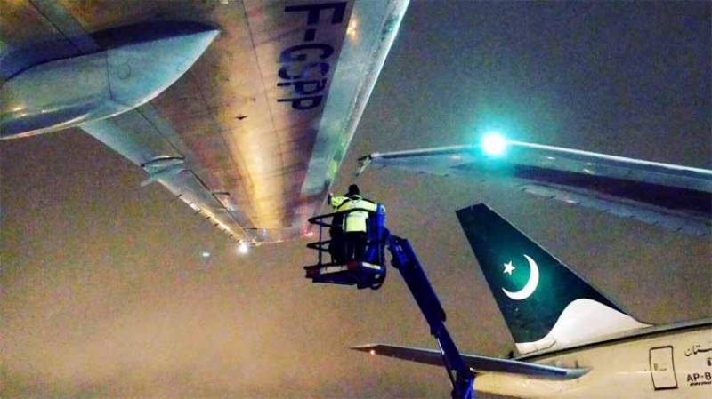 Errant PIA plane hits Air France Jet at Toronto Airport