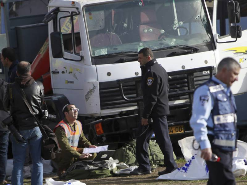 Four Israeli soldiers dead after Palestinian truck rider rammed them