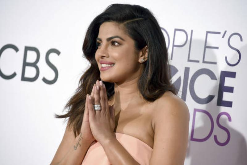 Priyanka wins People's Choice Award 2017: (Pics)