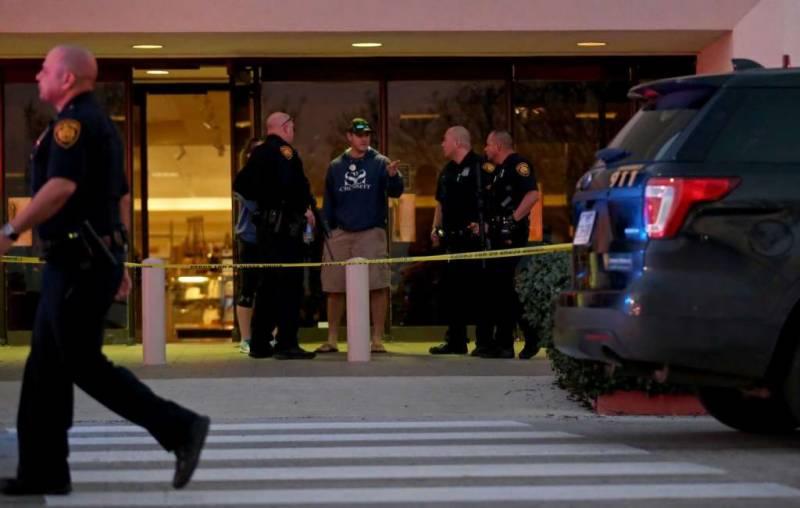 1 dead, 6 injured in Houston Mall firing