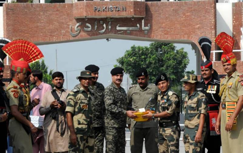 PRP, BSF exchange sweets on India's Republic Day