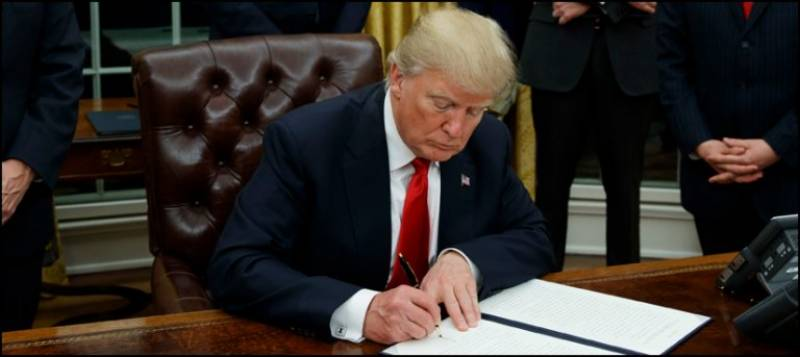 Trump signs deal for Mexico border wall project