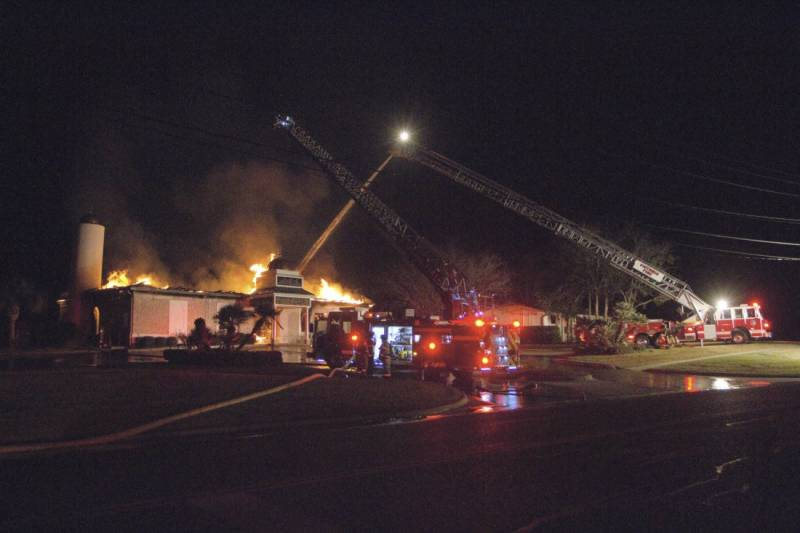 Texas mosque destroyed in early-morning blaze