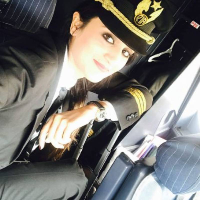 Charming pictures of PIA's female pilot become internet sensation