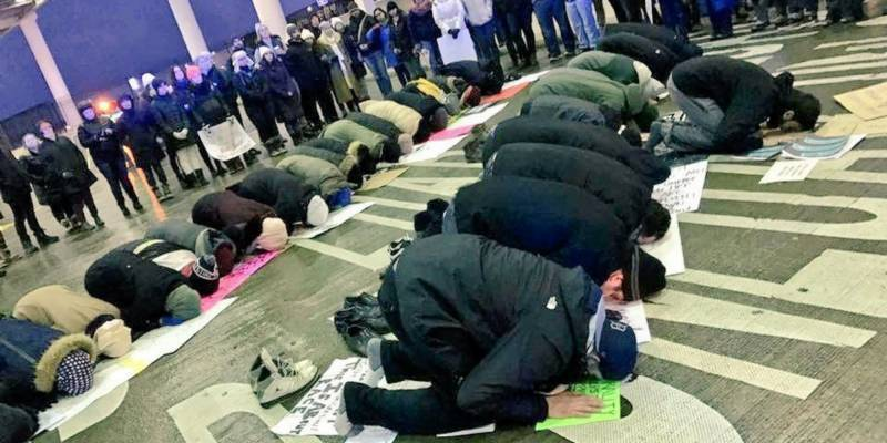 Momentous prayer of Muslims, Trump's ban rejected