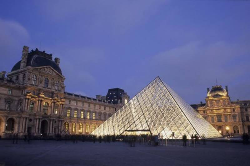 Soldiers outside Louvre attacked by assailant just before 2024 Olympics bid