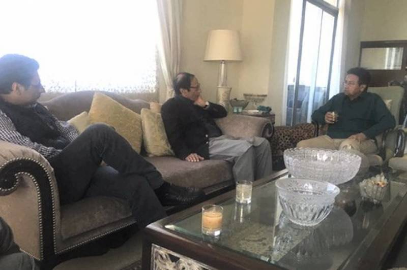 Musharraf meets Pir Pagara,Ch. Shujjat in Dubai