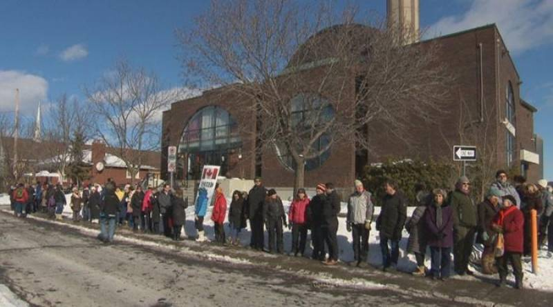 "Canadians form ""human chain"" to express solidarity with Muslims"