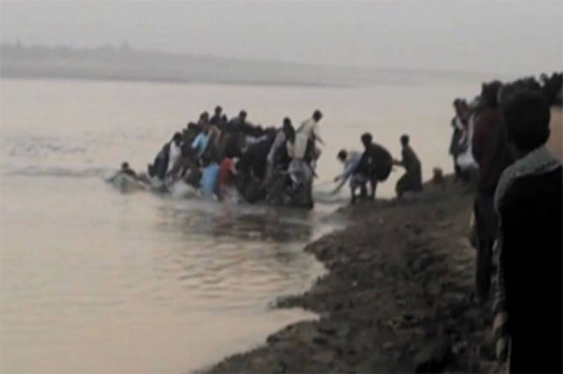 3 killed, seven missing as boat capsizes in Larkana