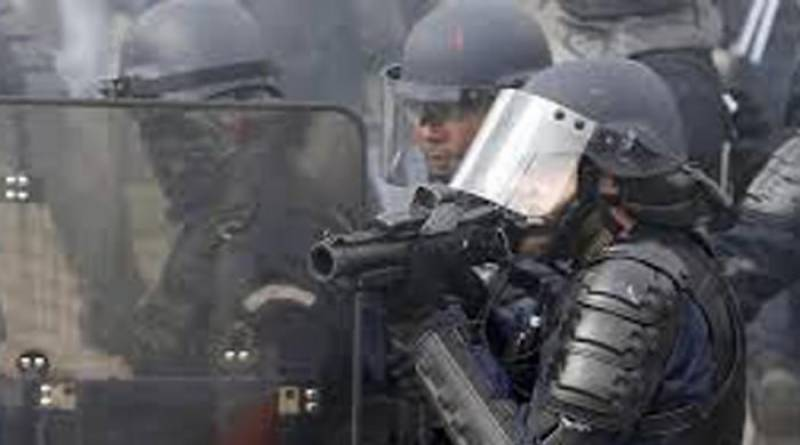 Protesters target police in Paris