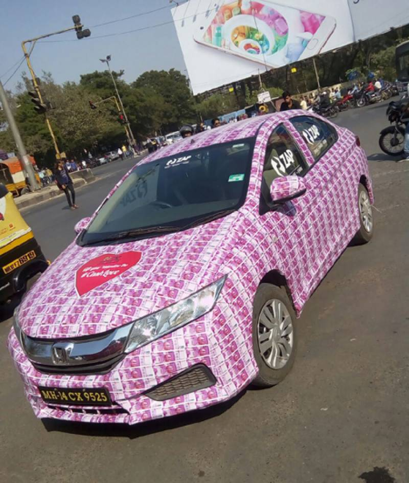Indian Lover decorating his car with Real Rs.2000 notes ends in jail