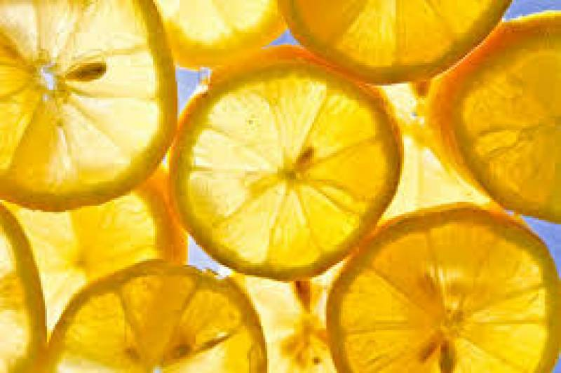 Lemon: A natural toner for beauty