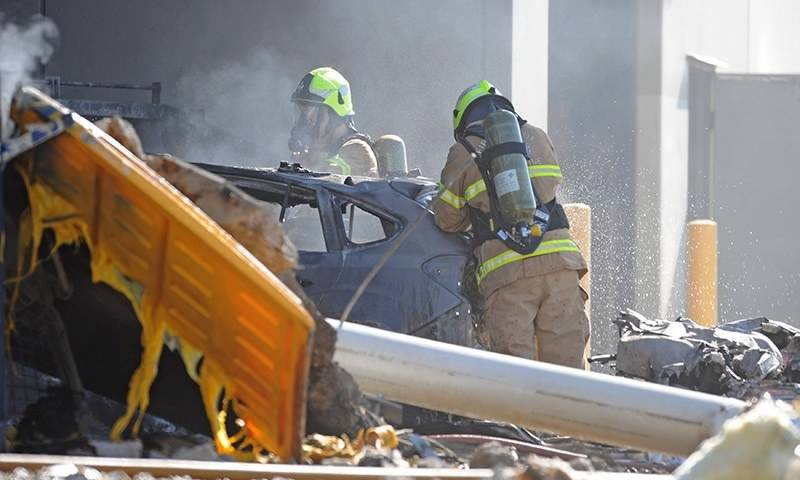 Five killed as plane crashes into roof of shopping mall