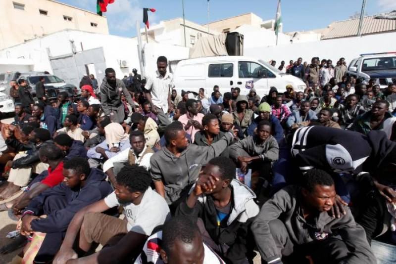 Dead migrants wash up on Libyan beach