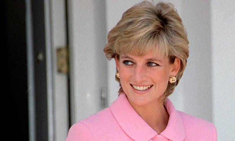 Diana's dresses go on display in London, 20 years after her death