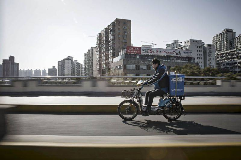 Delivery man's daily income reaches $2 billion