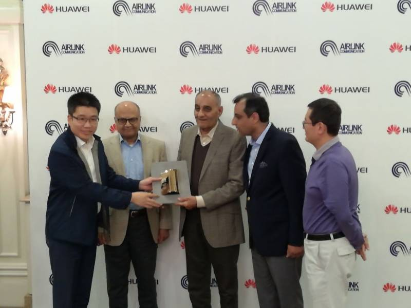 Huawei Pakistan awarded Airlink the most valuable partner of 2016