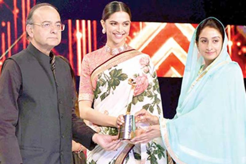 Deepika's another achievement as 'entertainment leader of the year'