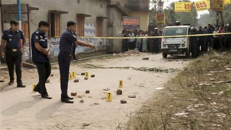 As Bangladeshi commandos attacks extremist hideouts blasts kill 3
