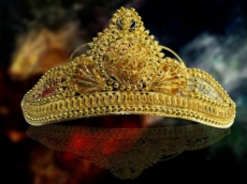 PM Nawaz to be graced with a traditional gold crown