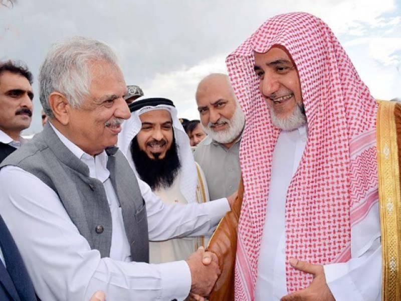 Imam-e-Kaaba leads prayers at JUI-F event
