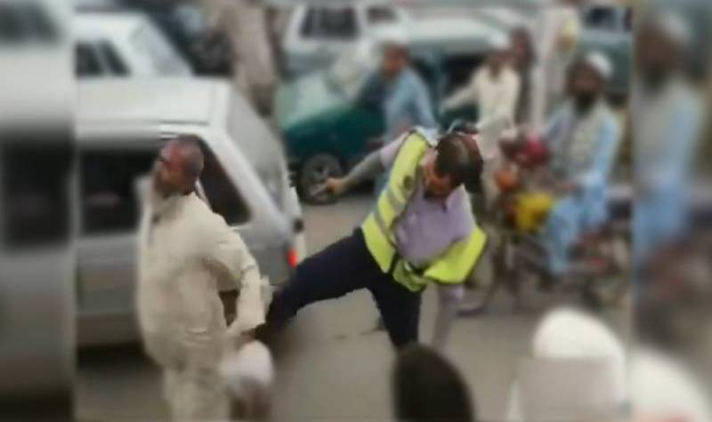 Traffic warden dismissed for assaulting old man in Nowshera
