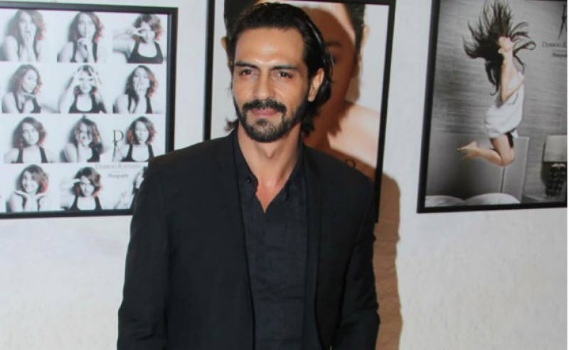 Arjun Rampal injured his fan with camera