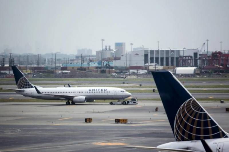 Airline removes couple traveling to wedding from plane