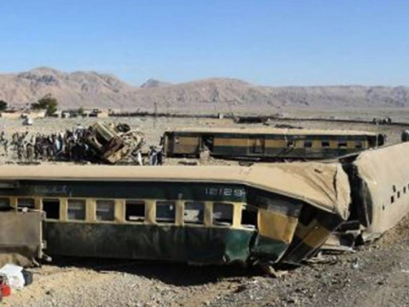 Dozens injured as Jaffar Express derails near Gujranwala