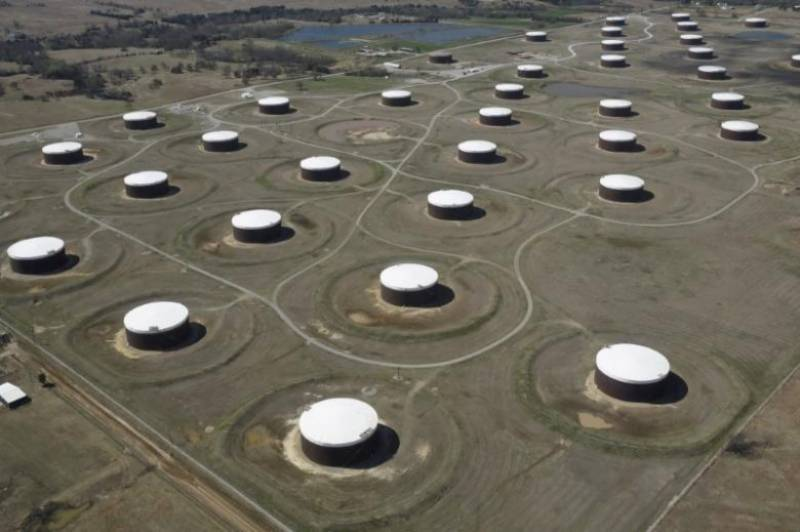 Oil prices fall as US production climbs