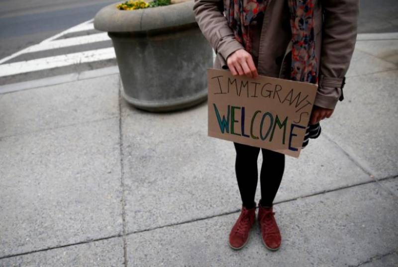 U.S. states realign in legal fight over Trump's travel ban