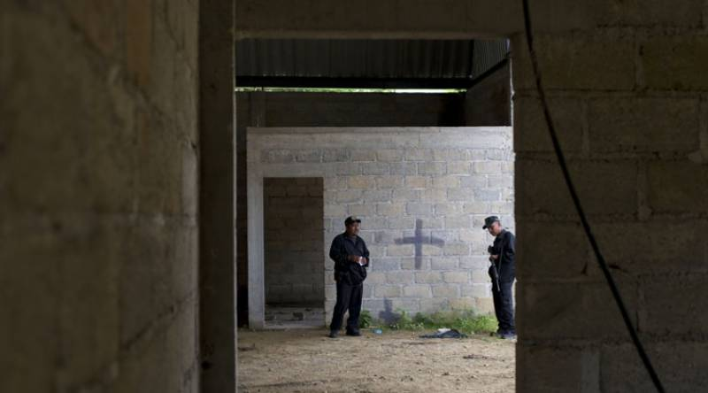 6 bodies found buried in ditch outside Mexico's Acapulco