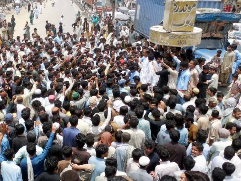 Boy killed after police refused to hand Hindu man suspected of blasphemy over to enraged mob in Hub