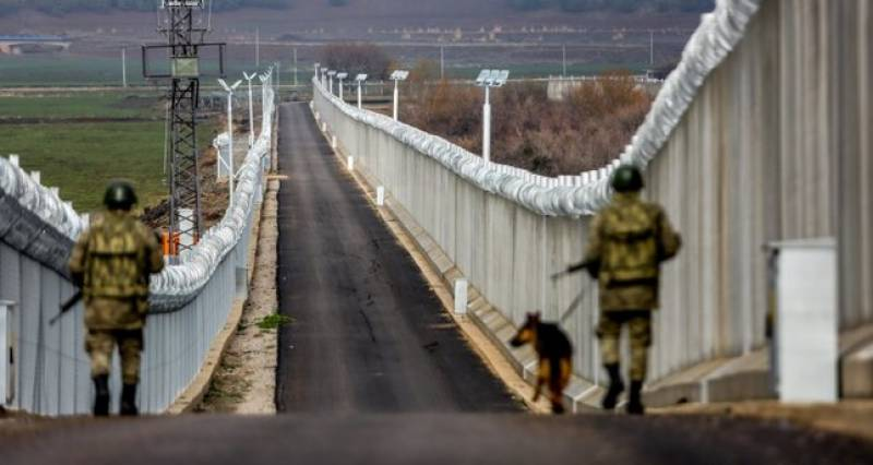 Turkey plans to build wall on Iranian border