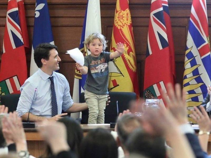 Justin Trudeau, and son at work melting hearts (pics)