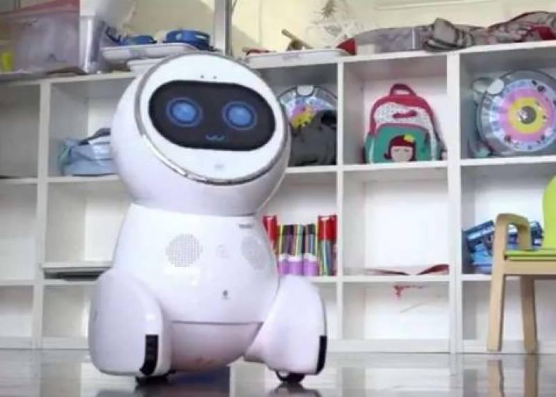 Chinese robot becomes school teacher