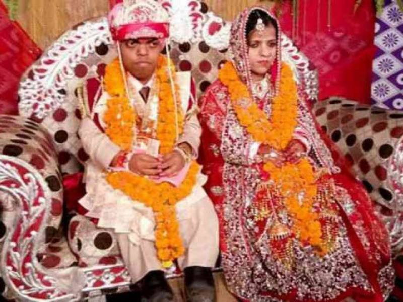 'Smallest couple' tie the knot