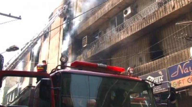 Lahore: fire erupts in Barkat Market plaza