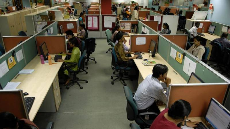 Federal govt employees get 10% increase in salaries and pensions