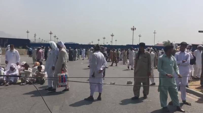 Police use tear gas, fire water cannon to disperse protesting farmers in Red Zone