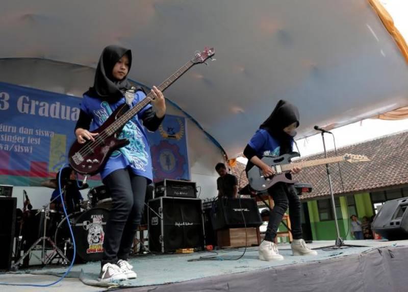 Hijab-wearing Muslim metal group challenges stereotypes