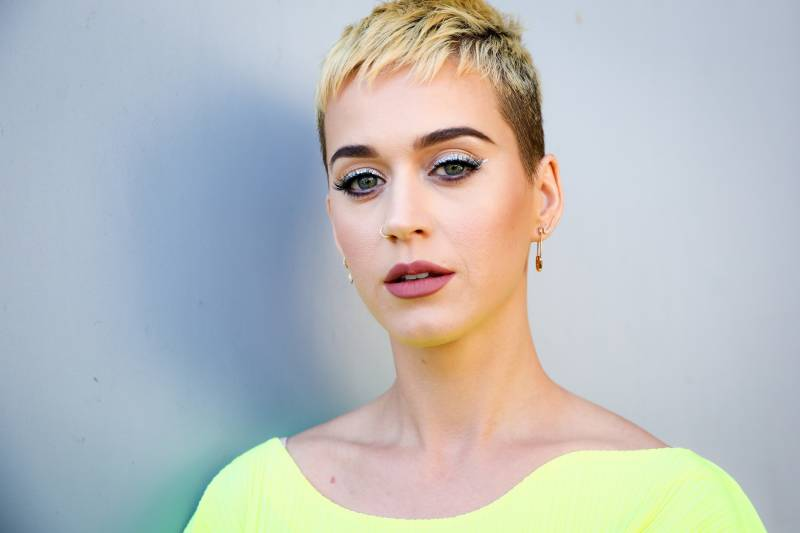 Katy Perry becomes first Twitter user to garner 100 million followers